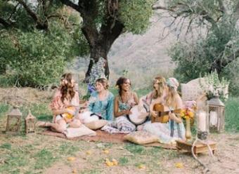 Kvinnor fest naturen